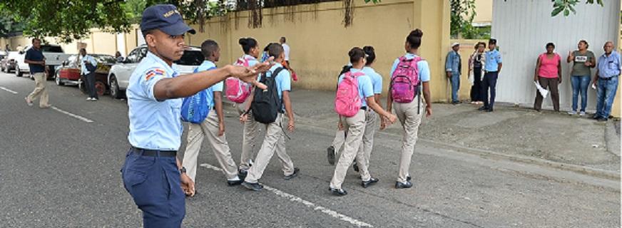 Dirección policía Escolar Apoyando el Transito