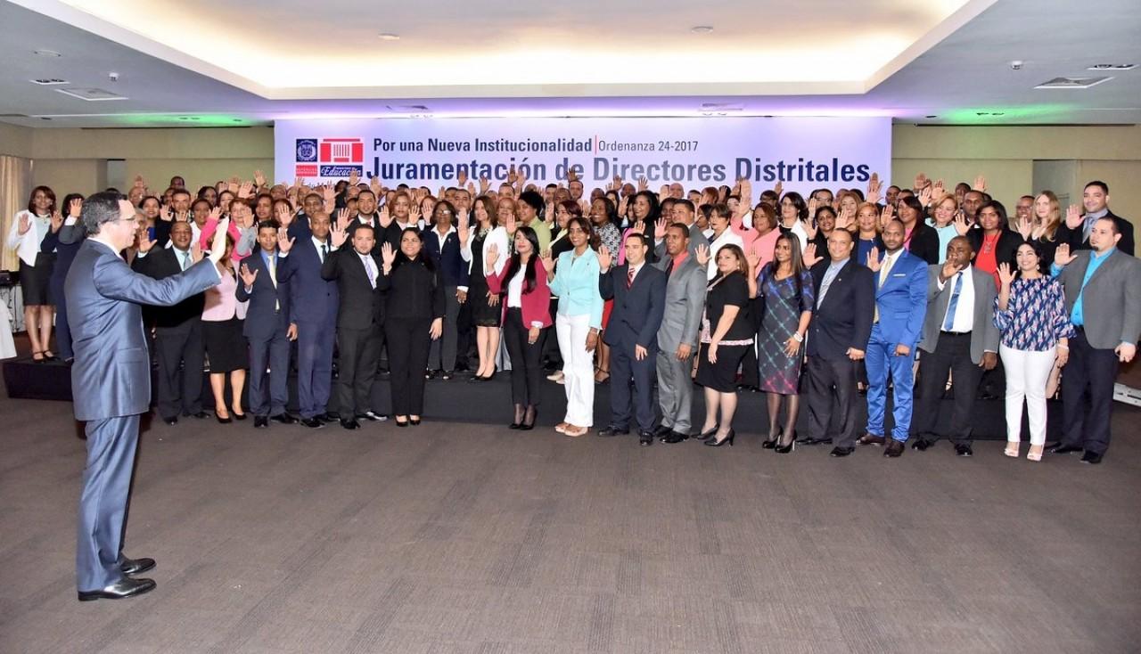 imagen Ministro Andrés Navarro juramentando a 107 Directores Distritales