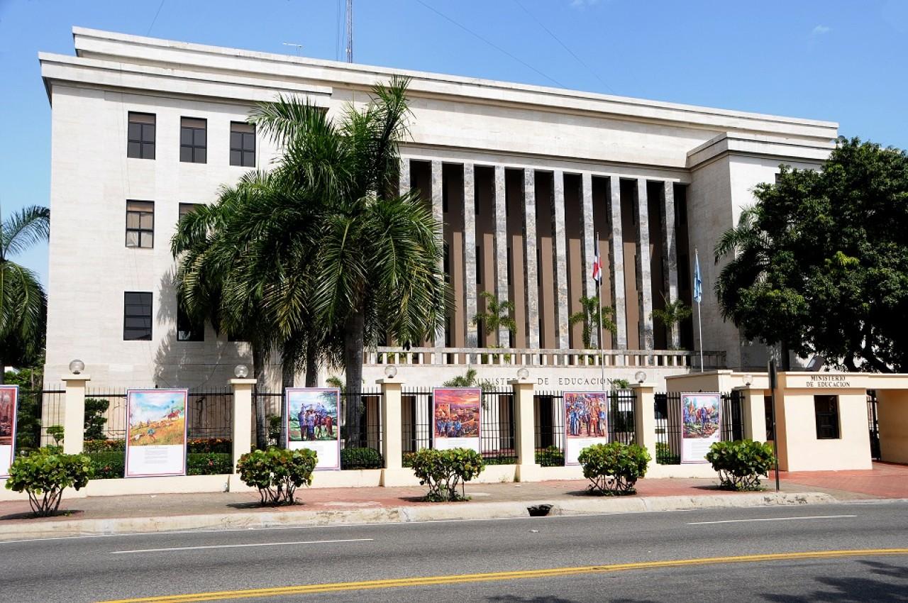 imagen Foto exterior de la sede central de Ministerio de Educación