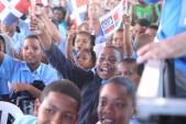imagen Estudiantes llenos de alegria reciben su moderno y nuevo liceo en Santo Domingo Este