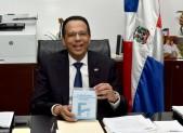 imagen Ministro Peña Mirabal en su despacho envia mensaje para concientizar a la comunidad educativa con respecto a la racionalización del agua
