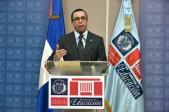 imagen Ministro Andrés Navarro desde podium dirige mensaje a todos los docentes del sistema educativo.