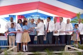 imagen Presidente Danilo Medina corta cinta y entrega dos modernos centros educativos