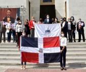 imagen Una delegación del Minerd, encabezada por el director general de Cultura, el escritor Luis R. Santos, representó al ministro de Educación, Roberto Fulcar.