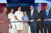 imagen Ministro Andrés Navarro corta cinta durante acto de inauguraciónen nuevoplantel escolar de Azua.