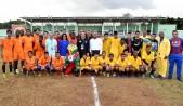 imagen Ministro Andrés Navarro junto a Senadora Cristina Lizardo, Jorge Minaya y Magino Corporán comparten con estudiantes durante recorrido por las instalaciones de los Juegos Escolares.