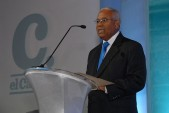 imagen Periodista Osvaldo Santana en podium