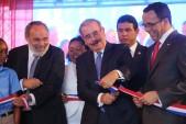 imagen Presidente Danilo Medina junto al Ministro Navarro corta cinta y dejan inaugurado centro educativo en Boca Chica.