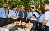 imagen Ministro Andrés Navarro compartiendo impresiones con jóvenes del Movimiento Scouts