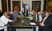 imagen Ministro de Educación Arq. Andrés Navarro junto a viceministros y directores de la institución para activar plan de contingencia por el huracán María