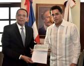 imagen Ministro Peña Mirabal y Alcalde David Collado