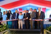 imagen Presidente Danilo Medina junto a Ministro Andrés Navarro y demás autoridades educativas cortan cinta dejando inaugurado tres modernos centros escolares en la Romana