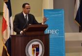 imagen Ministro Antonio Peña Mirabal Expone ante asistentes de la actividad organizada por Iniciativa Dominicana por una Educación de Calidad (IDEC).