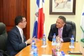 imagen Ministros Andrés Navarro y Ventura Camejo reunidos en despacho del MAP.