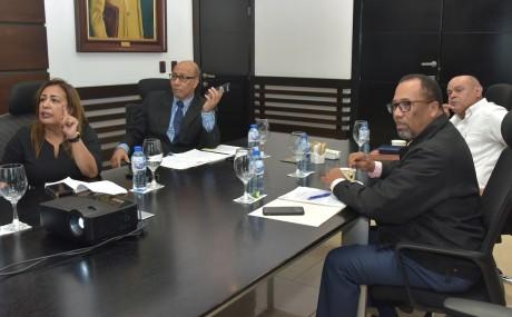 imagen Representantes del Ministerio de Educación y la Asociación Dominicana de Profesores (ADP), se sientan en la mesa del diálogo para ultimar detalles de los acuerdos en conjunto y lograr las mejores soluciones para la comunidad educativa en el próximo ciclo escolar, en el marco de la Revolución Educativa.
