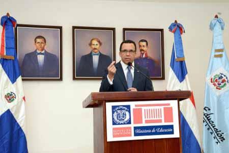 imagen Ministro Andrés Navarro durante su discurso.