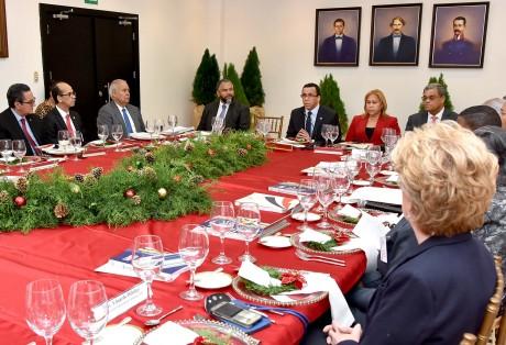 imagen Ministro Andrés Navarro en reunión con el Consejo Nacional de Educación