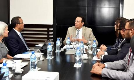 imagen Ministro Antonio Peña Mirabal reunido en su despacho con directivos del INABIMA