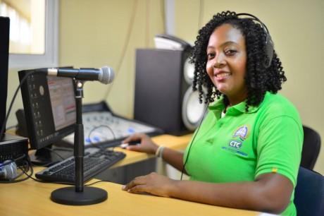imagen Alianza entre MINERD y Centros Tecnológicos Comunitarios permitirán transmitir programa Agenda Educativa por más de 60 emisoras digitales