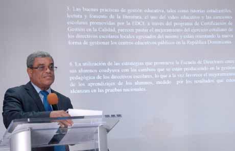 imagen Viceministro de Supervisión Adalberto Martínez durante charla.