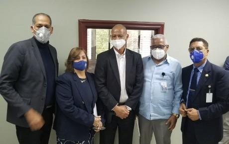 imagen El viceministro de Participación y Descentralización del Minerd, Julio César De los Santos Viola, se reunió en Santiago con técnicos de las tres instituciones.