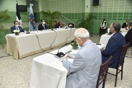imagen El ministro de Educación, Antonio Peña Mirabal, conformó la Comisión de Alto Nivel que estructurará toda la logística y metodología para un regreso a clases con salud garantizada, a los fines de que el año escolar 2020-2021 inicie sin contratiempos.
