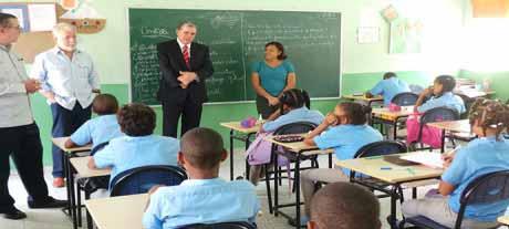 imagen Amarante Baret exhorta empresarios participen en planes en beneficio de educación