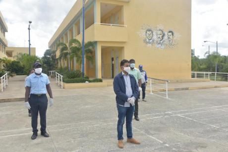 imagen Personal del MINERD durante un recorrido por centros educativos en Monte Plata