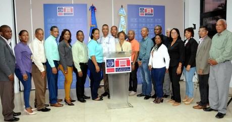 imagen Representantes de laFederación Nacional de Asociaciones de Padres, Madres, Amigos y Tutores de la Escuela (APMAE).