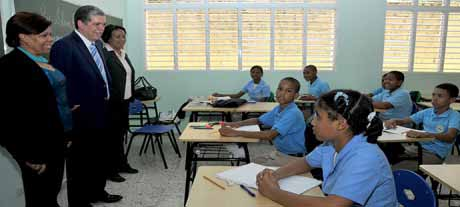 imagen Ministro Educación llama a estudiantes y maestros a reintegrarse a labores docentes
