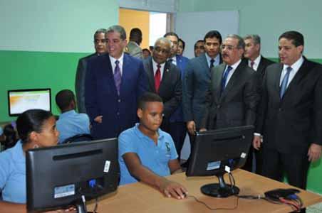 imagen Presidente Medina entrega a Barahona 65 nuevas aulas para Tanda Extendida