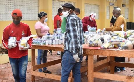 imagen Comunidad educativa resalta solidaridad en entrega de kits de alimentos