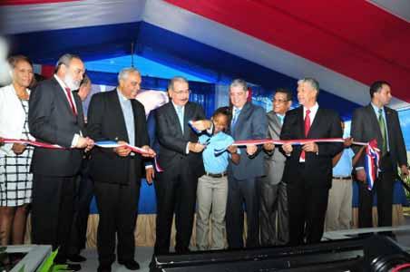 imagen Presidente Medina entrega tres nuevas escuelas a estudiantes de Villa Mella