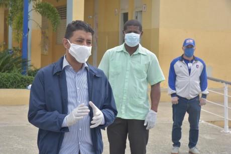 imagen Comisión del MINERD, durante un recorrido por centros educativos en Monte Plata
