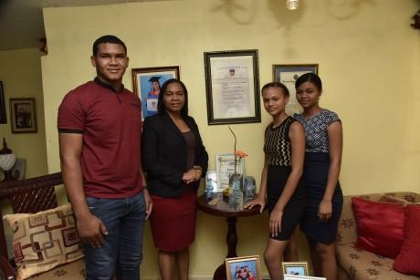 imagen Ministerio de Educación inicia campaña #MiMadreEsSiempreSúper para reconocer papel de las madres dominicanas