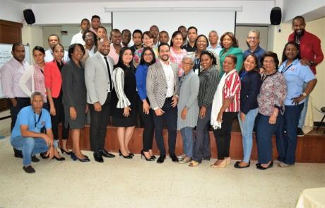 imagen Personal docente y admiistrativo participantes del taller de capacitación administrativa-financiera,con el objetivo de que alcancen mayor desarrollo en su formación profesional.