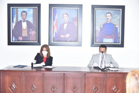 imagen La representante de la OEI, Catalina Haydee Andújar Scheker con el ministro Peña Mirabal