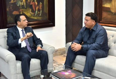 imagen Ministro Peña Mirabal y Bartolo Colón