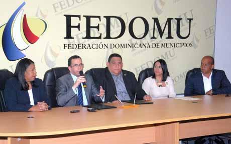 imagen Mesa directiva representada por ministro Andrés Navarro, a su derecha Altagracia Tavárez, a su izquierda Rael Hidalgo, le sigue Aura Saldaña y Noé Suberví.