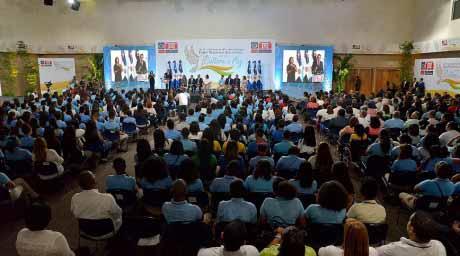 imagen Vista general de todos los presentes en el Foro Nacional Estudiantil por una Cultura de Paz, en el fondo se observa al Ministro Andrés Navarro que encabeza apertura.