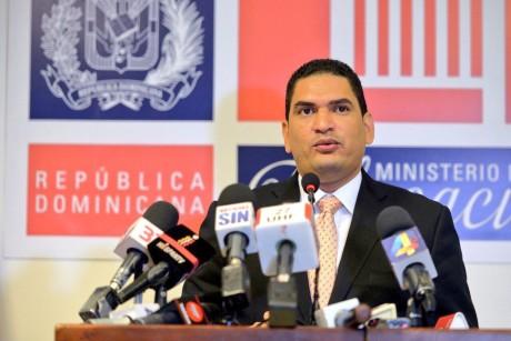 imagen Miguel Medina director de Comunicaciones y Relaciones Públicas se dirige a los medios