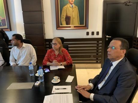 imagen Ministro Peña Mirabal durante la reunión