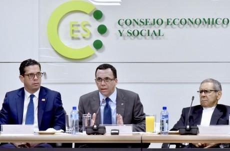 imagen Ministro Andrés Navarro debatiendo en Consejo Económico Social
