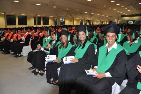 imagen Más de 100 mil bachilleres egresan cada año de las escuelas dominicanas