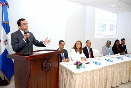 imagen Ministro Andrés Navarro se dirige a los viceministros, directores generales y encargados del MINERD en el Taller de Sensibilización de Acceso a la Información, Transparencia y Datos Abiertos.