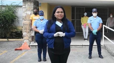 imagen Personal del MINERD en el Centro Educativo Juan Pablo Duarte