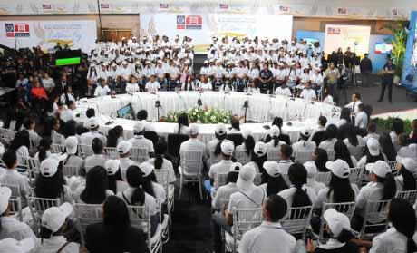 imagen Vista general de los presentes en elForo Nacional por una Cultura de Paz. La fotografia fué tomada mientras se realizaba el acto.