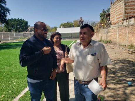 imagen Director de la Regional 10 de Educación, Ronald Santana, mientras realizaba un recorrido por distintos centros educativos del Estado de Jalisco en México, tras una invitación de la organización AMCO.