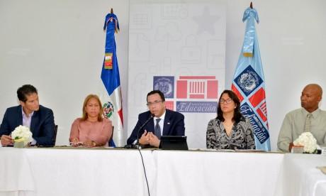 imagen Ministro de Educación Andrés Navarro reunión con educación especial