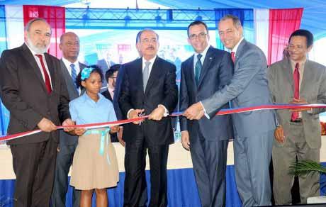 imagen Presidente Danilo Medina, Ministro Andrés Navarro, Francisco Pagán entre otras personalidades; durante acto de inauguración.